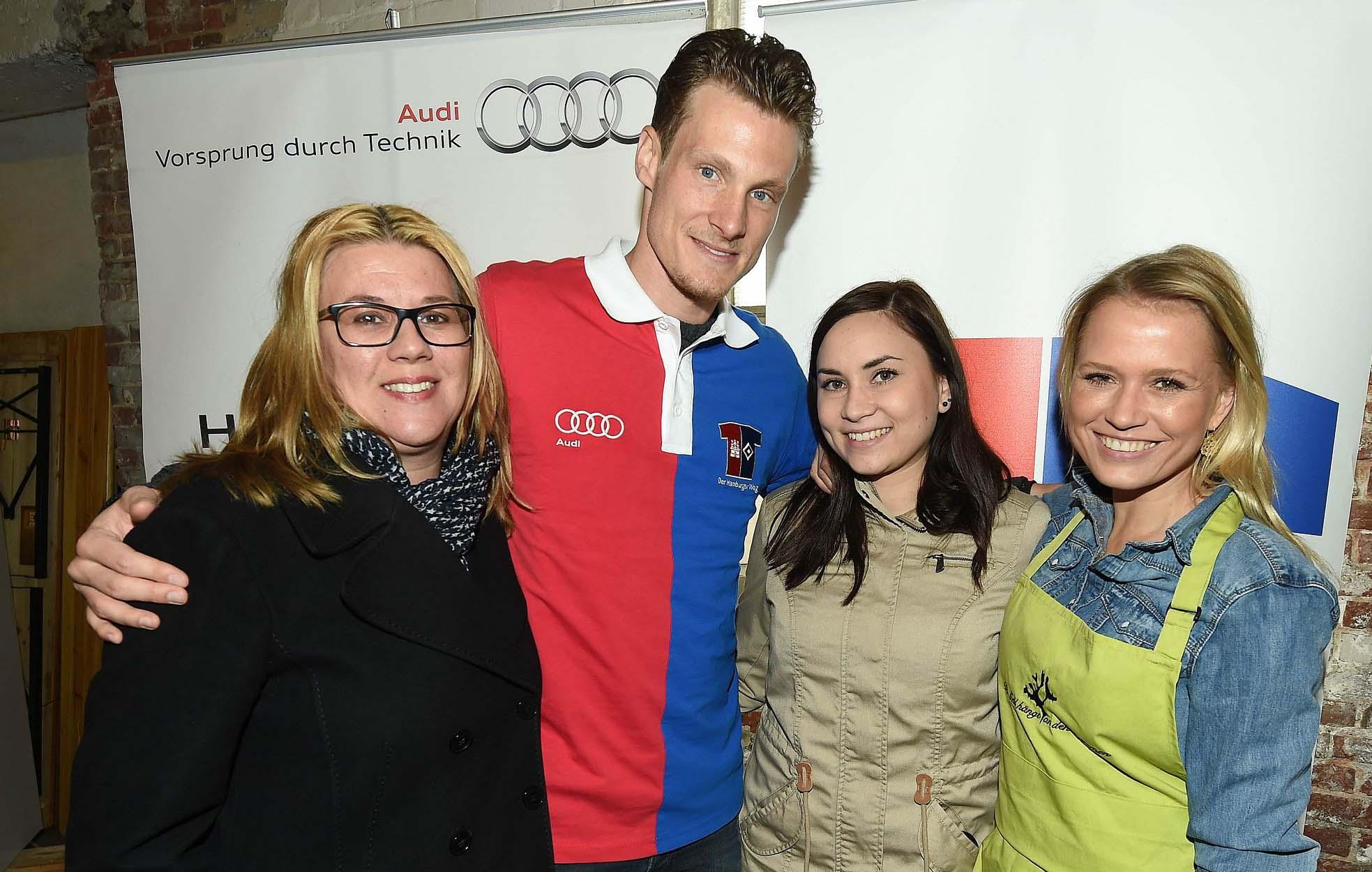 Claudia Schulz PR Team mit Marcell Jansen_Nova Meierhenrich 27.4.