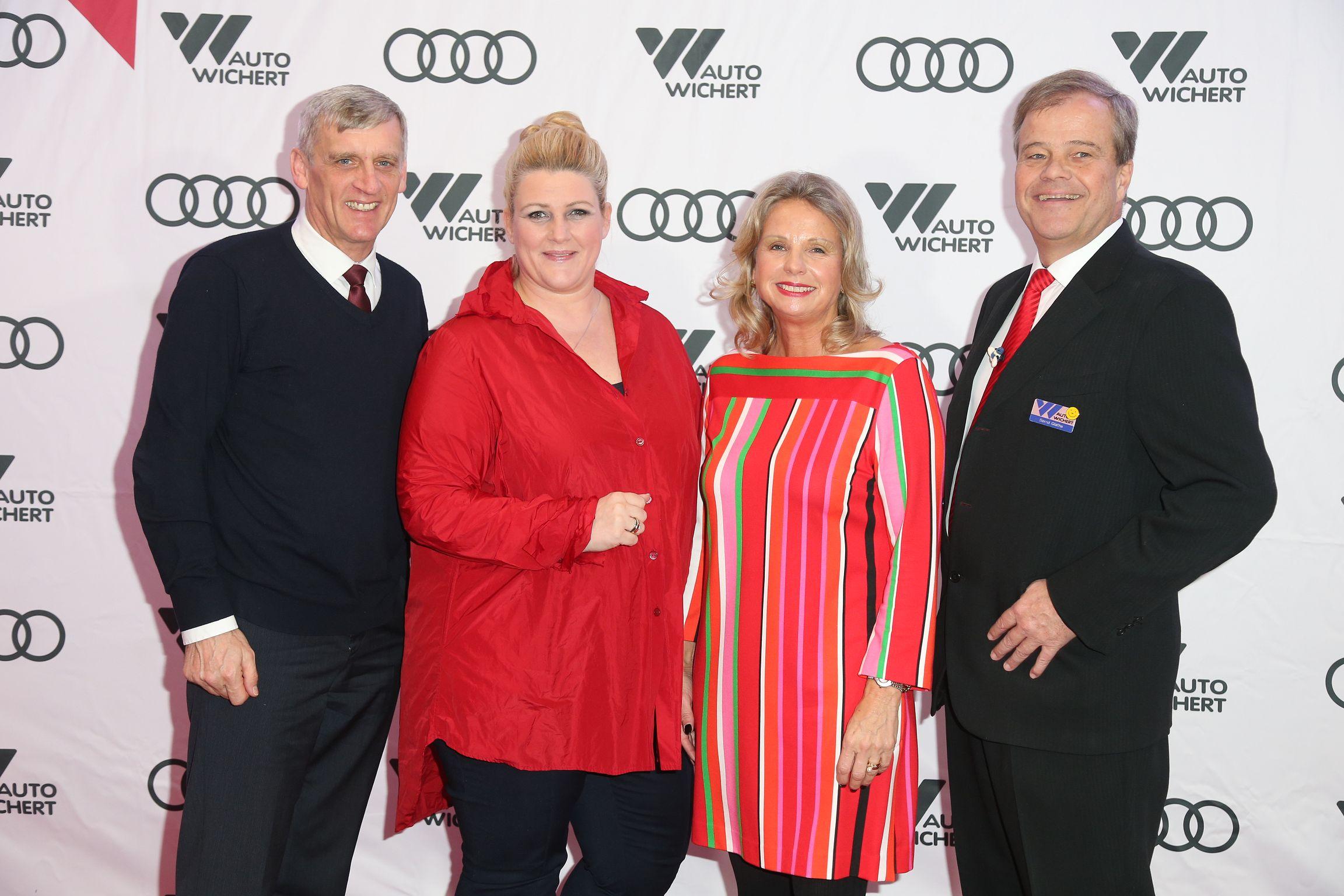 AW-Audi terminal Eröffnung 19.11._HSV Profi Jan Gyamerah und Audi AG Verteibschef Christian Bauer